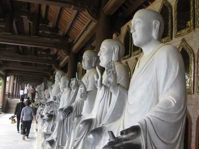 Hành lang La Hán tại chùa Bái Đính