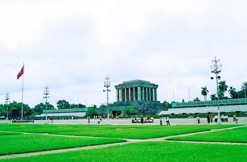 Đến thăm Lăng Chủ Tịch Hồ Chí Minh