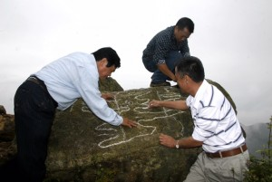 Đi tìm những hình khắc bí ẩn trong chuyến du lịch Cao nguyên đá Đồng Văn 2