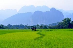 Du lịch Lào ghé thăm thị trấn Vang Vieng thanh bình 2
