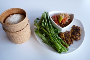 Những món bạn nên ăn khi đến du lịch Lào 1