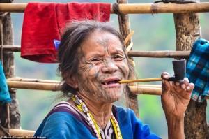 kham-pha-tuc-xam-mat-doc-dao-cua-bo-toc-it-nguoi-o-myanmar