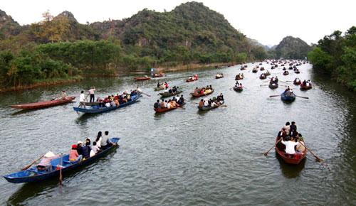 Kinh nghiệm đi đò khi vãn cảnh chùa Hương dịp tết